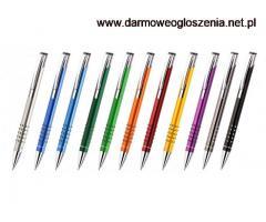 Praca chałupnicza przy montażu długopisów